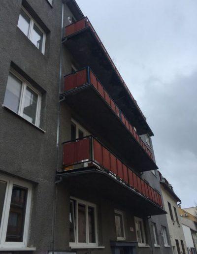 Alufix hlinikove balkonove zabradlia stefanikova ulica zilina- pred 2019 (3)