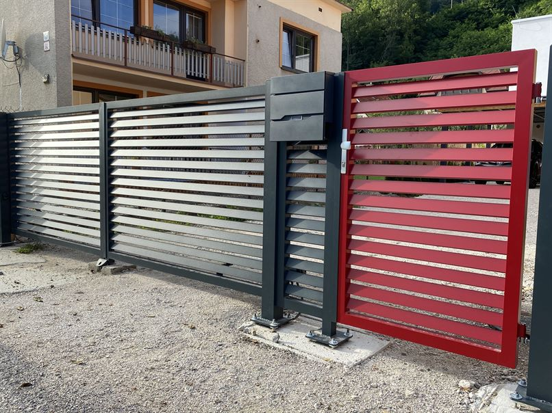 Brána a plot – Teplička nad Váhom